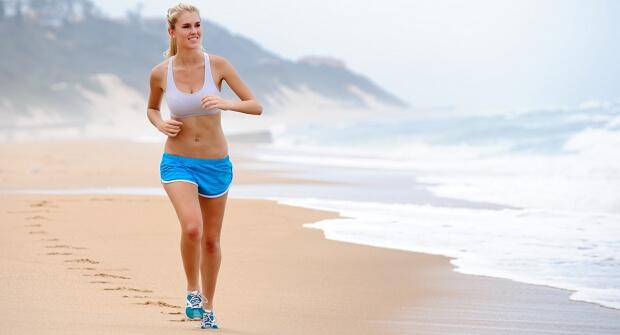 Confira dicas para saber se exercitar na praia e queimar calorias